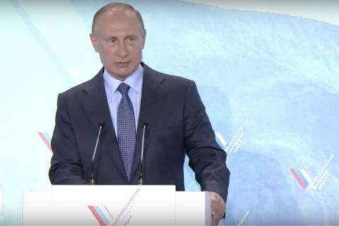 «Любовался» мужеством крымчан впроцессе энергоблокады— Путин