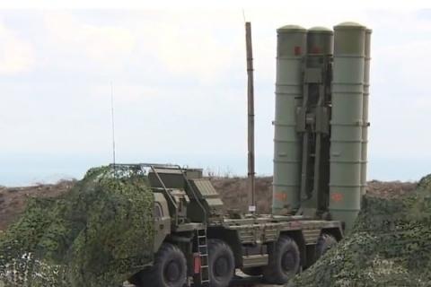 Два дивизиона зенитных ракетных систем С-400 прибыли вКрым